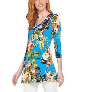 Attitudes by Renee V-neck tunic with pockets